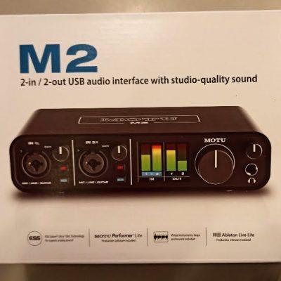 Motu M2 caixa